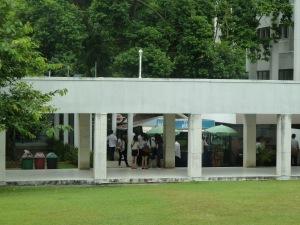 法学部の校舎2