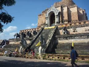 チェディールアン仏塔