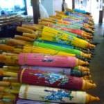 チェンマイ(タイ)伝統傘が100種類以上並ぶ、ボーサーン傘工房!