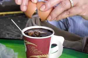コーヒーに卵