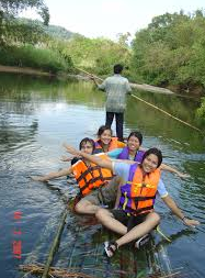 竹で作った筏